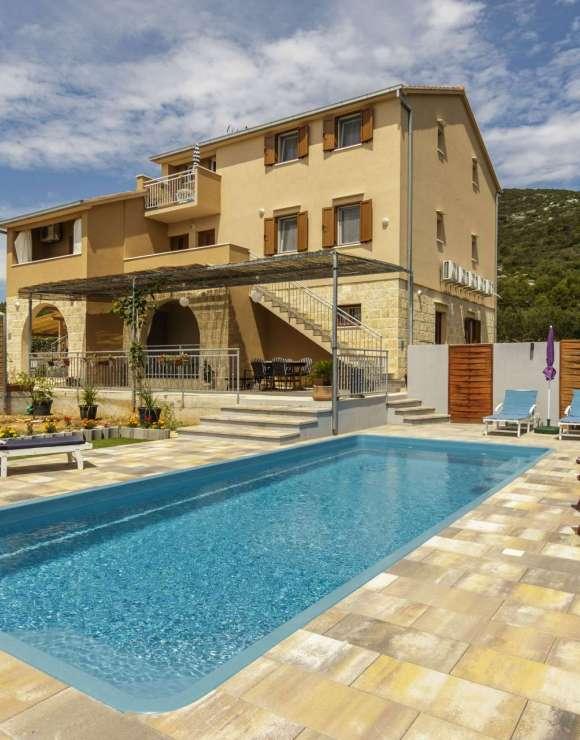Apartments Mardesic